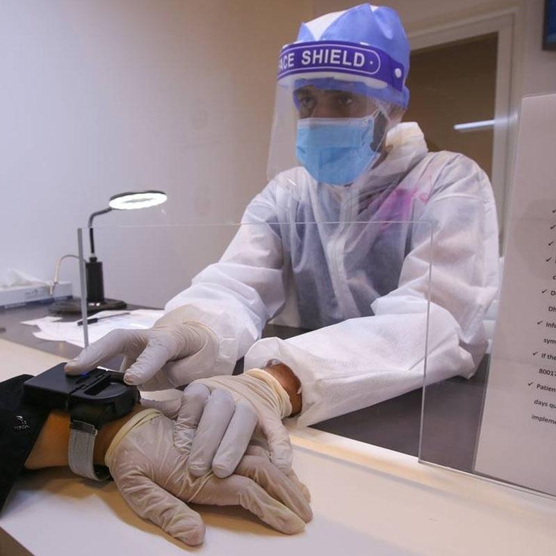 阿联酋疫情防护定位手环