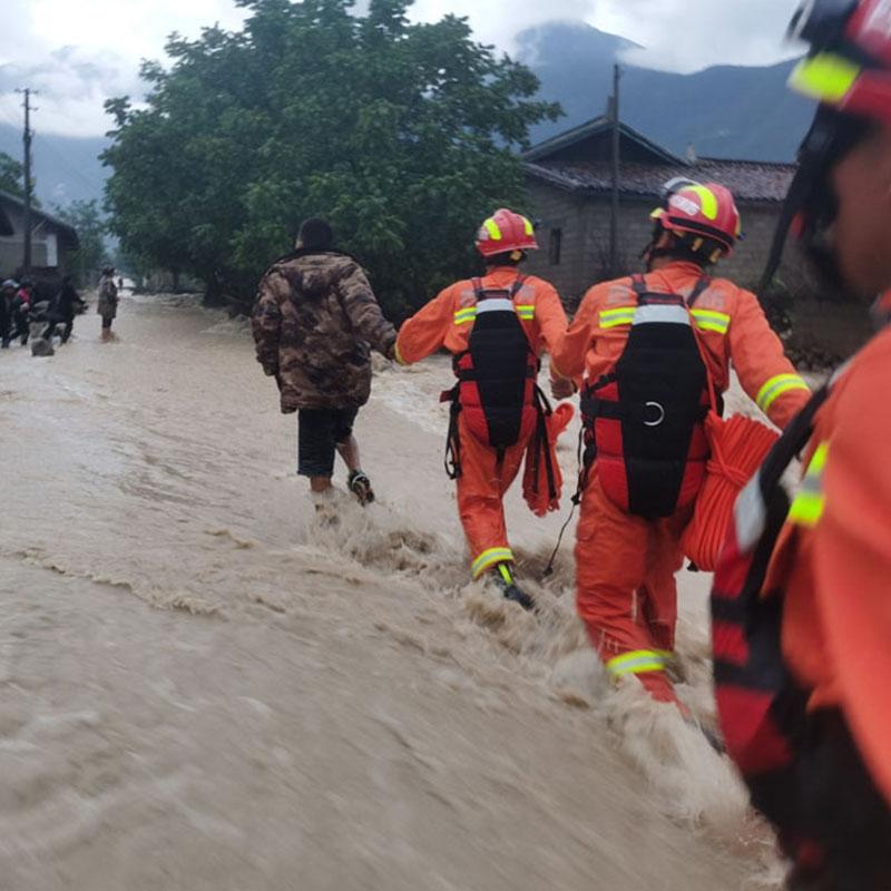 锐逸4G防洪定位手环走进四川大凉山防汛应急管理部门